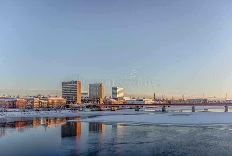 A cidade de UmeÃ¥, Suécia no inverno imagem de stock
