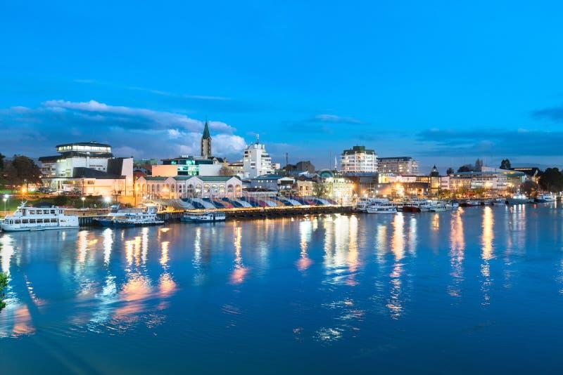 A cidade de Valdivia na costa do rio de Calle-Calle, o Chile imagens de stock royalty free