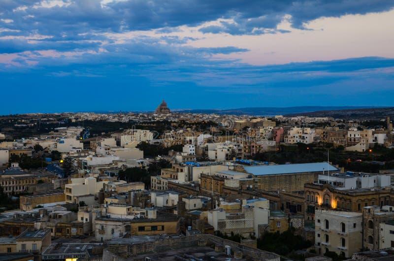Cidade de Victoria em Gozo no por do sol, Malta imagem de stock