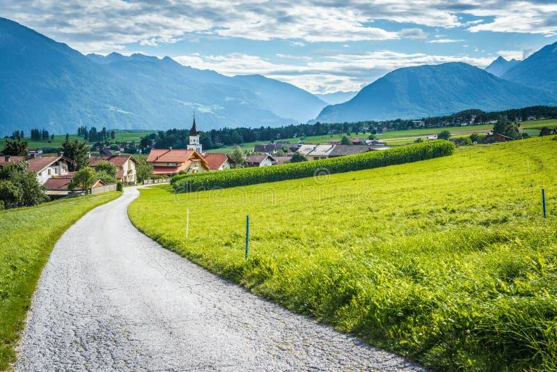 Cidade de Wildermieming em Áustria fotografia de stock