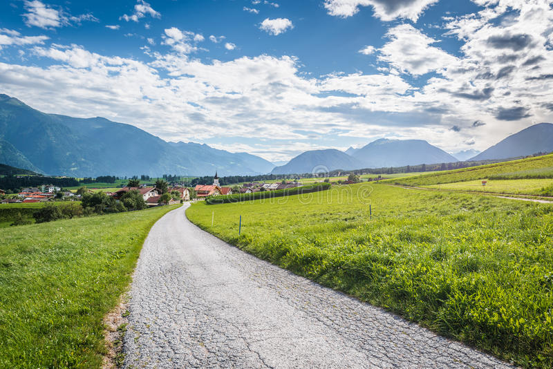 Cidade de Wildermieming em Áustria fotos de stock royalty free