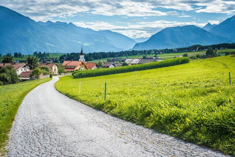 Cidade de Wildermieming em Áustria imagens de stock royalty free