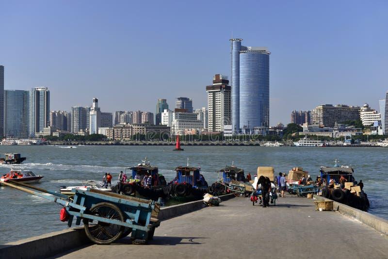 Cidade de Xiamen e o porto imagem de stock