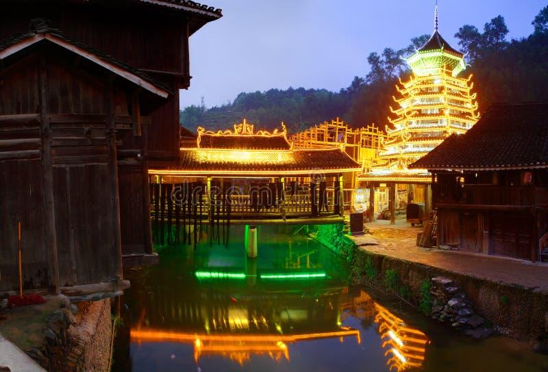 Cidade de Zhaoxing, condado de Liping, Guizhou, China. Zhaoxing Dong Village é uma das vilas as maiores do dong em Guizhou. foto de stock