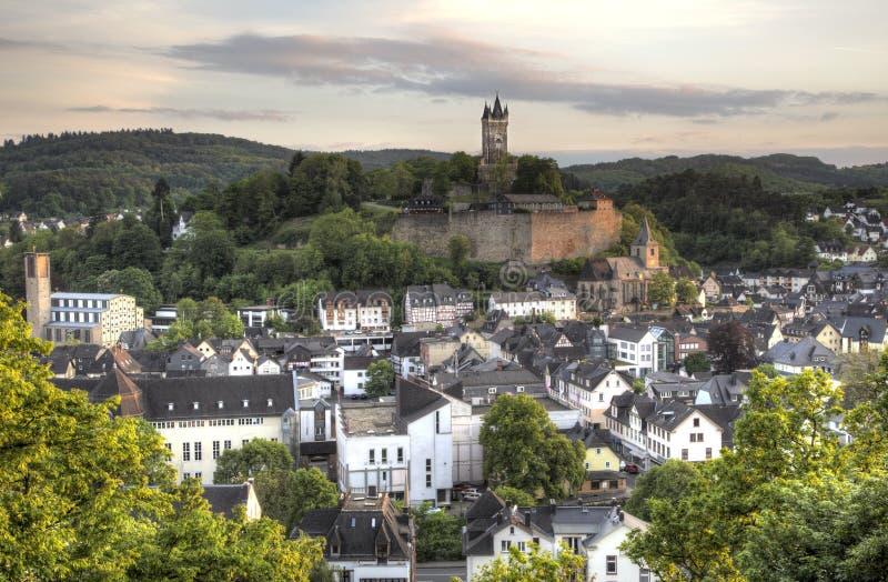 Cidade Dillenburg com castelo histórico imagens de stock royalty free