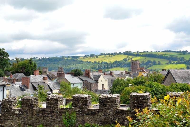 cidade do brecon - vista da parede da catedral de Brecon em Gales, Reino Unido foto de stock