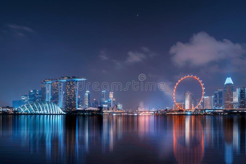 Cidade do centro de Singapura na área de Marina Bay com reflexão fina fotografia de stock royalty free