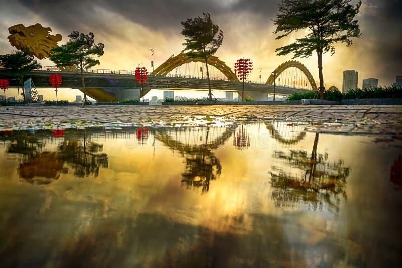 Cidade do Da Nang no por do sol fotografia de stock