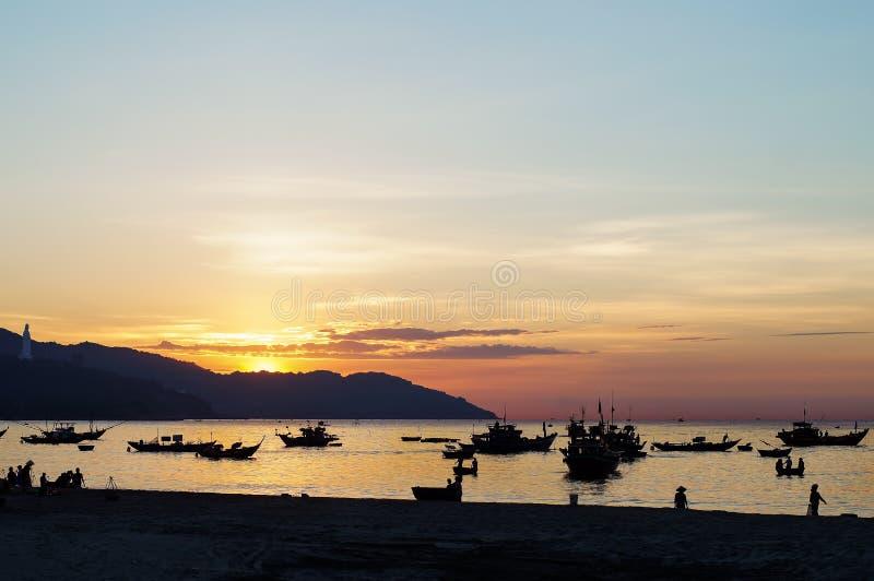 Cidade do Da Nang no por do sol imagem de stock