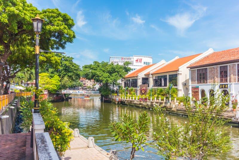 Cidade do Hard Rock Café ao longo do rio de Melaka em Malacca, Malásia malacca fotografia de stock royalty free