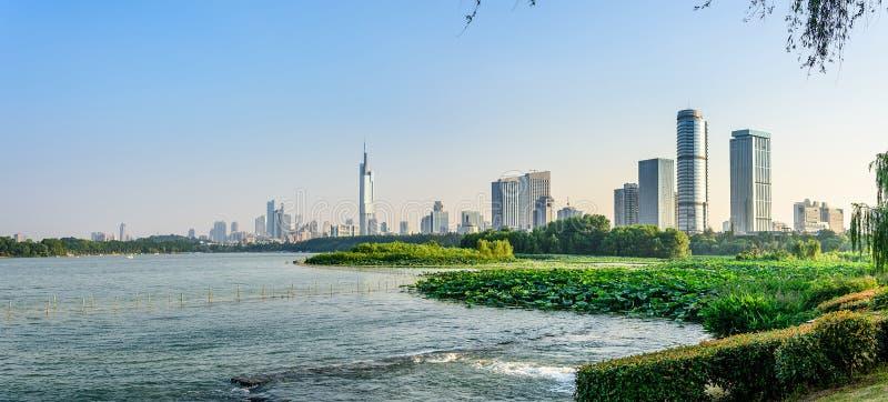 Cidade do lago e do Nanjin Xuanwu foto de stock