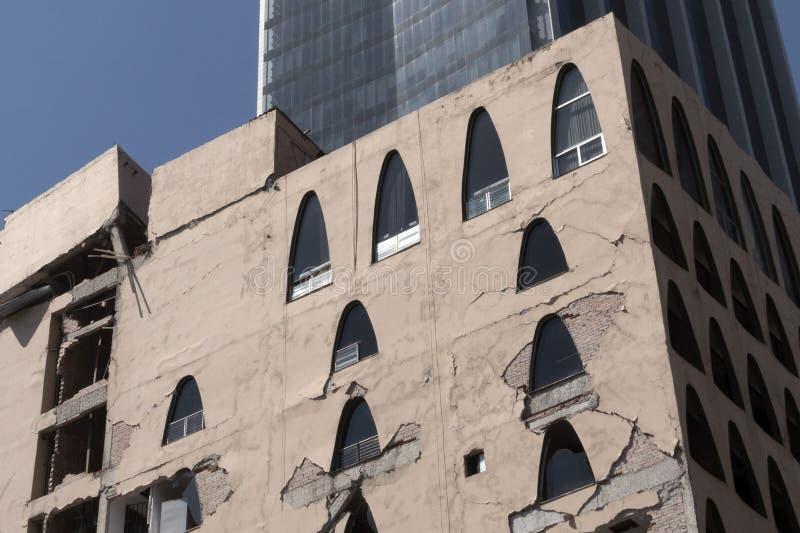 Cidade do México danificou a construção depois de 2017 do terremoto imagens de stock royalty free