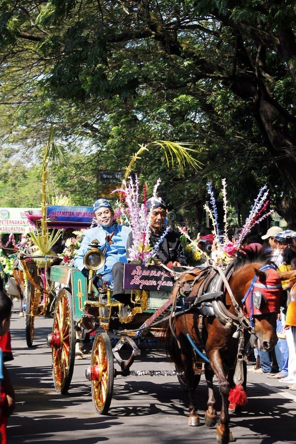 Cidade do nganjuk da cultura do carnaval do aniversário dos desempenhos, Jav do leste imagem de stock royalty free