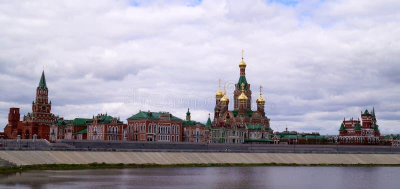 Cidade do Ola de Yoshkar, Mari El, Rússia A margem Brugges Cidade feericamente com um passeio bonito fotos de stock