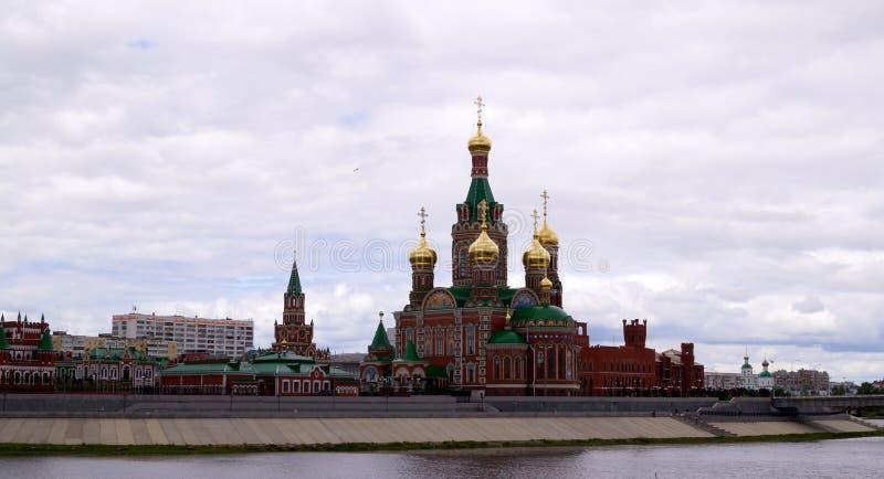 Cidade do Ola de Yoshkar, Mari El, Rússia A margem Brugges Cidade feericamente com um passeio bonito imagem de stock