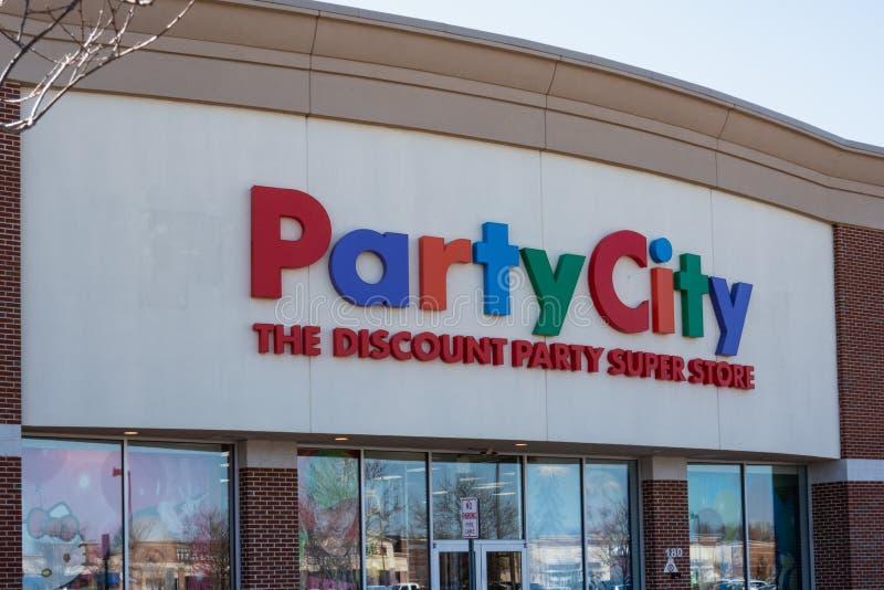 A cidade do partido é uma loja super do partido do desconto imagens de stock royalty free