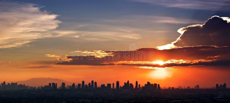 Cidade do por do sol fotos de stock royalty free