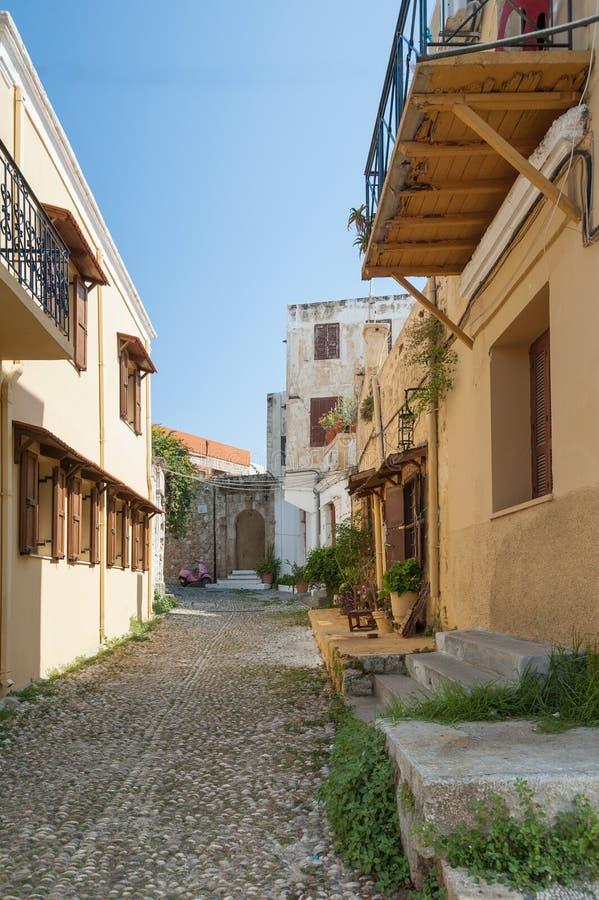 Cidade do Rodes, Grécia 05/30/2018 Moradia medieval residencial na parte histórica da baixa Console do Rodes Greece europa fotos de stock
