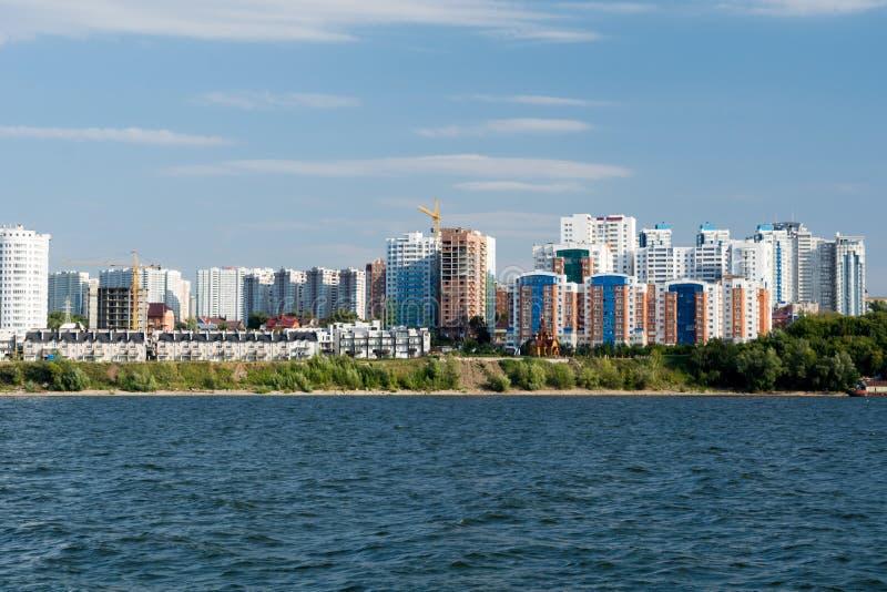 Cidade do Samara com o Rio Volga imagem de stock royalty free
