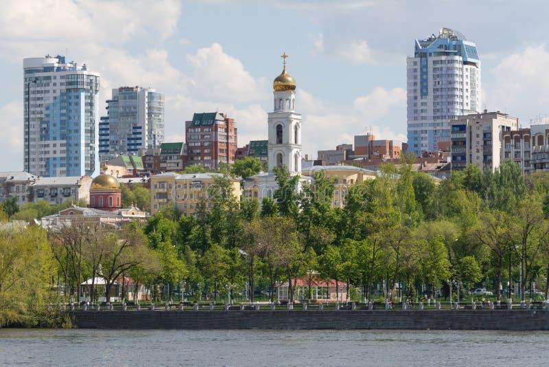 Cidade do Samara com o Rio Volga imagem de stock