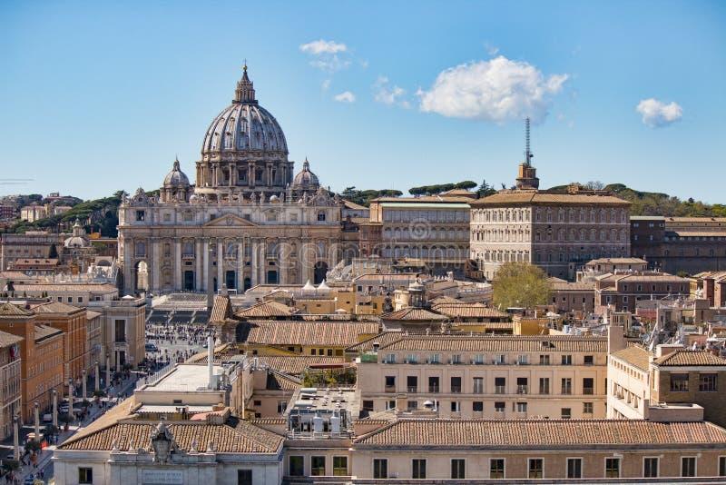 Cidade do Vaticano Basílica do `s do St Peter Vista panorâmica basílica do ` s de Roma e de St Peter, Itália imagem de stock