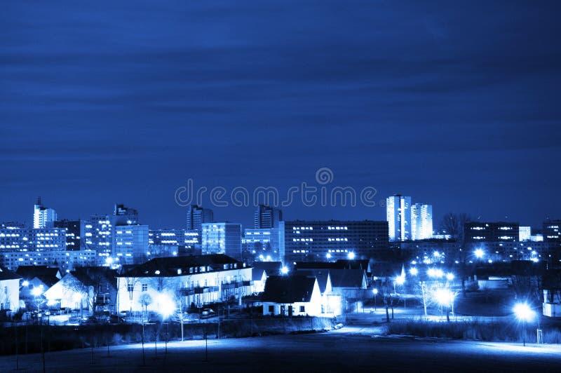 Cidade e céu na noite fotos de stock royalty free