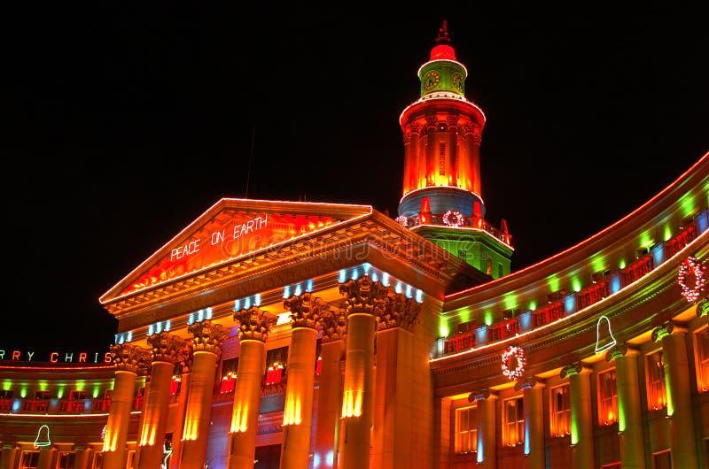 Cidade e condado de luzes do feriado do edifício de Denver imagens de stock royalty free