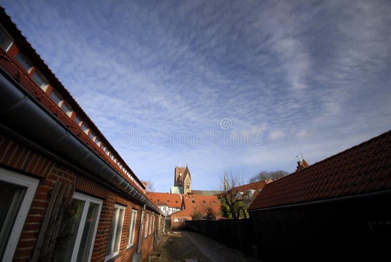 Cidade e igreja velhas imagens de stock royalty free