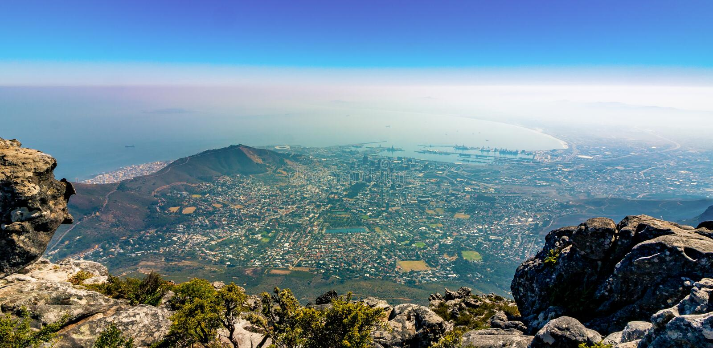 Cidade e porto de Cape Town de cima de foto de stock