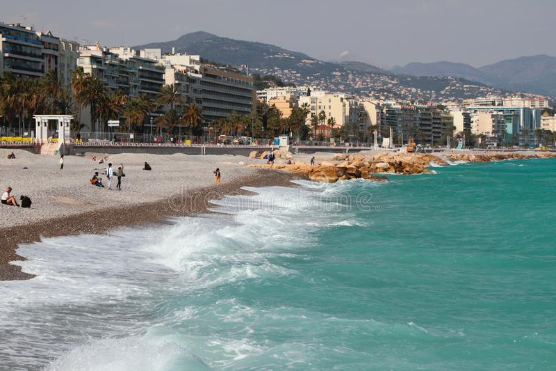Cidade e praia no banco do golfo do mar Agrad?vel, France fotografia de stock royalty free