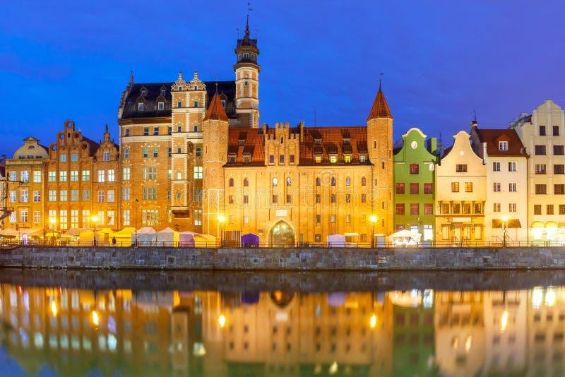 Cidade e rio velhos de Motlawa em Gdansk, Polônia fotos de stock