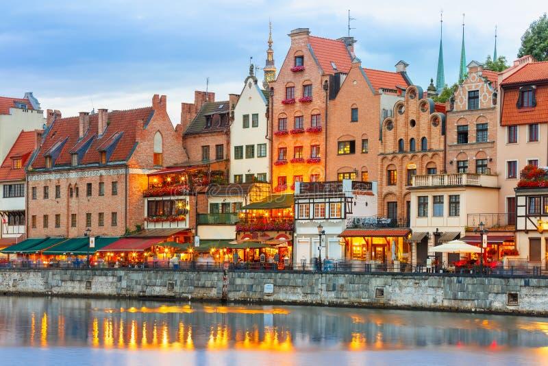 Cidade e rio velhos de Motlawa em Gdansk, Polônia fotos de stock royalty free