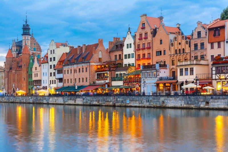 Cidade e rio velhos de Motlawa em Gdansk, Polônia foto de stock