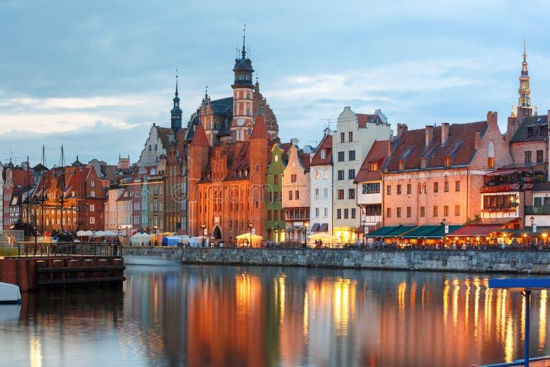 Cidade e rio velhos de Motlawa em Gdansk, Polônia imagem de stock royalty free