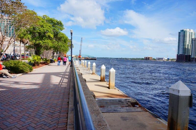 Cidade e St Johns River de Jacksonville imagens de stock