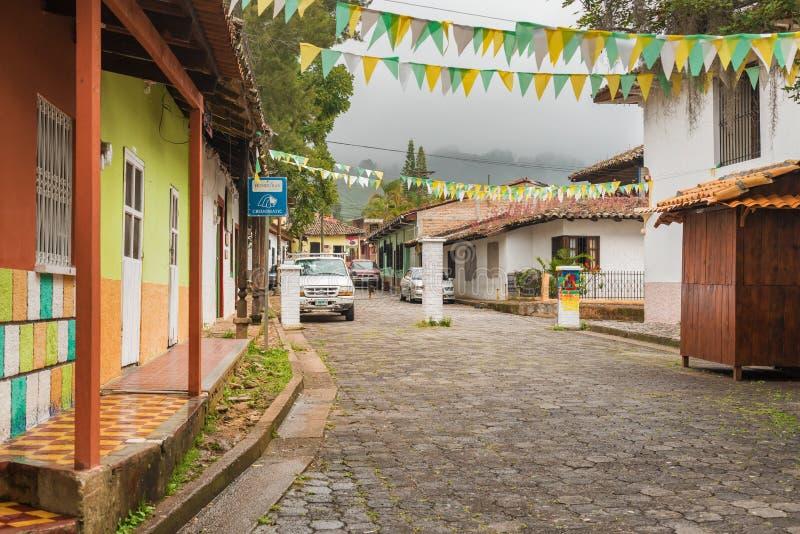 Cidade espanhola velha da mineração de Valle de Angeles perto de Tegucigalpa, Hondu fotografia de stock royalty free