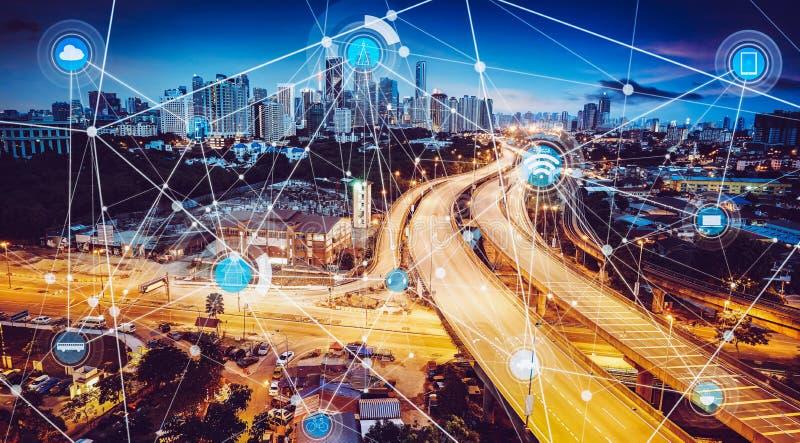 Cidade esperta e rede de comunicação sem fio fotografia de stock
