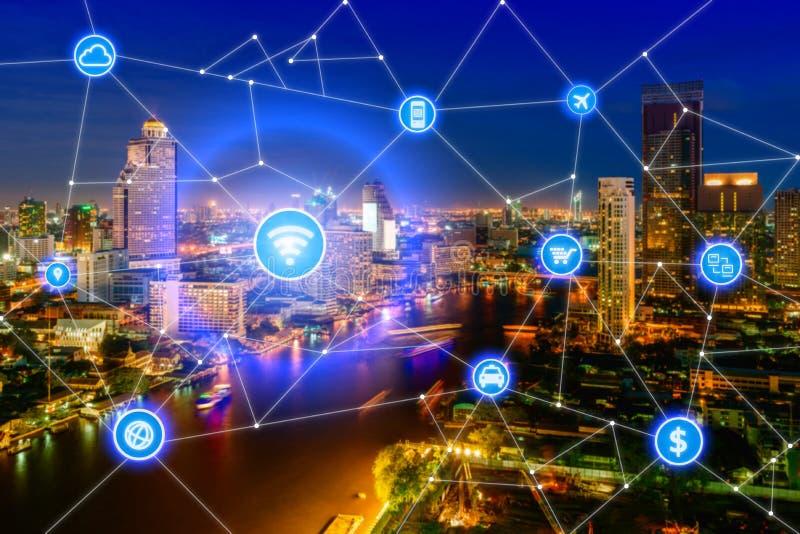 Cidade esperta e rede de comunicação sem fio, distrito financeiro imagens de stock royalty free