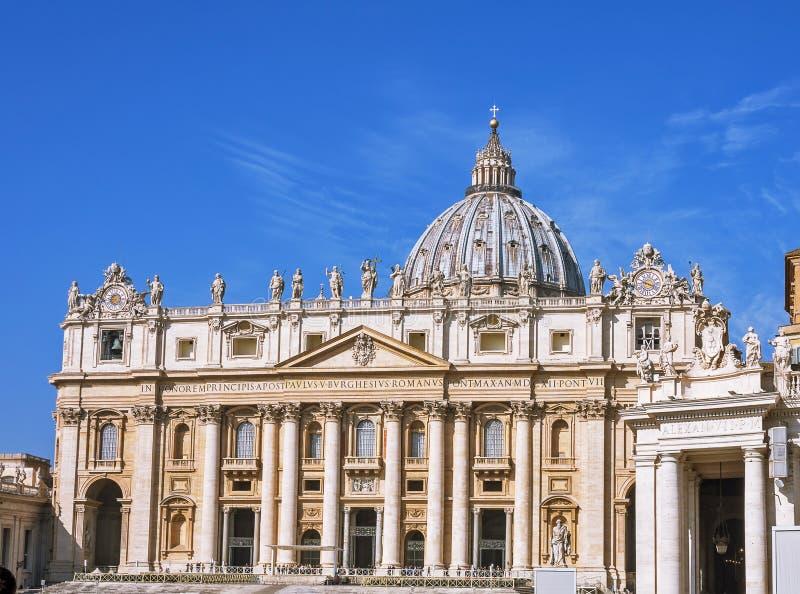 CIDADE ESTADO DO VATICANO, VATICANO, Itália - em março de 2019: Fragmentos da basílica papal de St Peter San Pietro Piazza no  imagens de stock royalty free