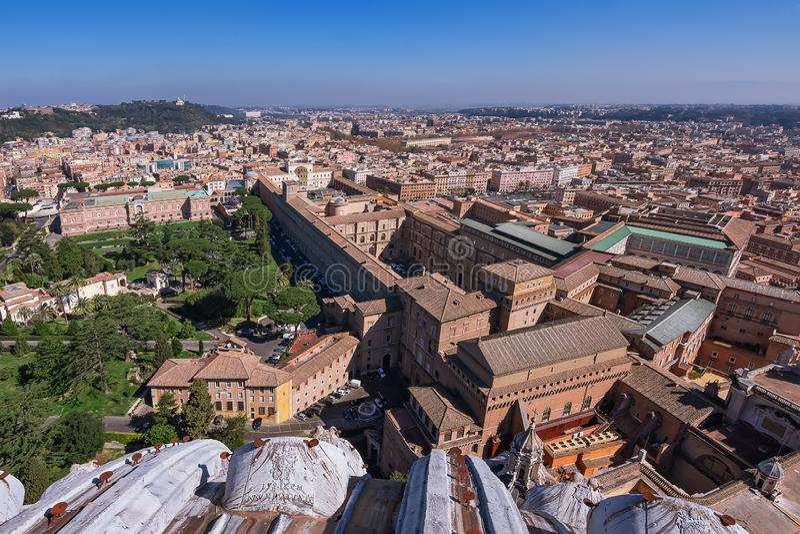 CIDADE ESTADO DO VATICANO, VATICANO, Itália - em março de 2019: Fragmentos da basílica papal de St Peter San Pietro Piazza no  foto de stock
