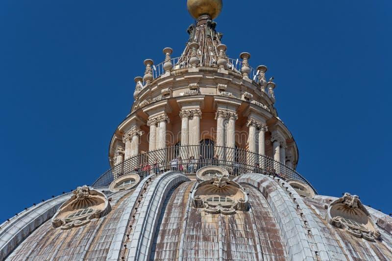 CIDADE ESTADO DO VATICANO, VATICANO, Itália - em março de 2019: Fragmentos da basílica papal de St Peter San Pietro Piazza no  foto de stock royalty free