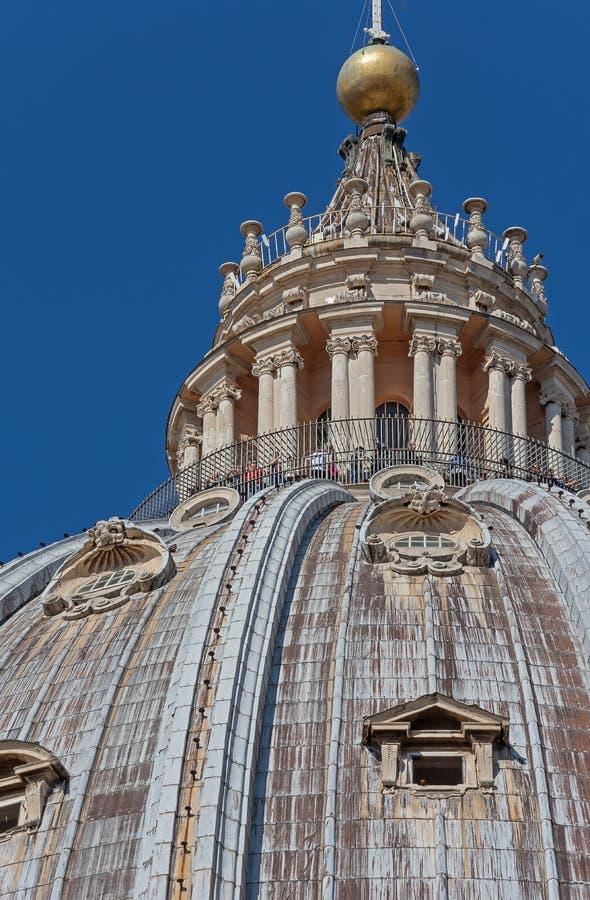 CIDADE ESTADO DO VATICANO, VATICANO, Itália - em março de 2019: Fragmentos da basílica papal de St Peter San Pietro Piazza no  fotos de stock royalty free