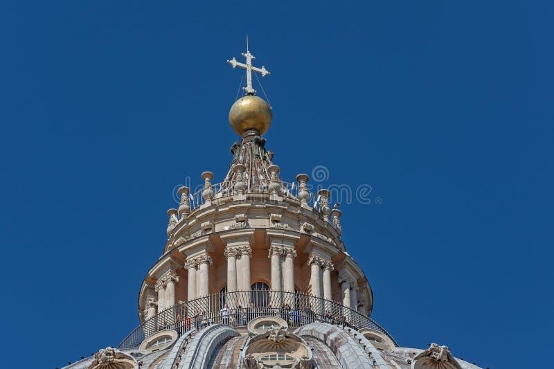 CIDADE ESTADO DO VATICANO, VATICANO, Itália - em março de 2019: Fragmentos da basílica papal de St Peter San Pietro Piazza no  fotos de stock