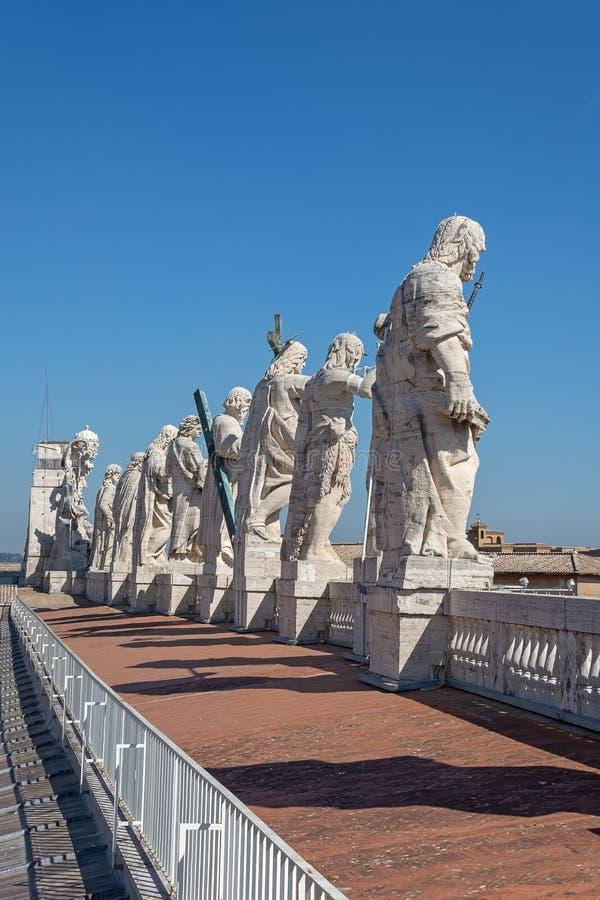 CIDADE ESTADO DO VATICANO, VATICANO, Itália - em março de 2019: Fragmentos da basílica papal de St Peter San Pietro Piazza no  fotografia de stock