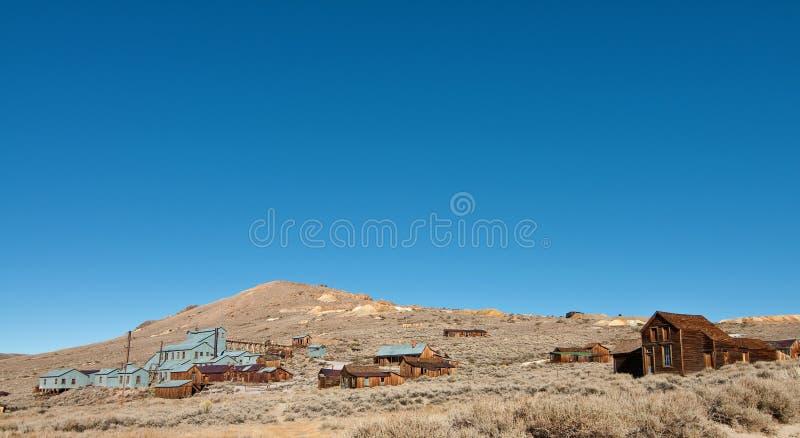 Cidade fantasma ocidental velha por manhoso azul da montanha foto de stock