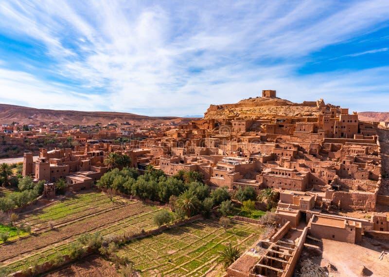 A cidade fortificada de Ait ben Haddou, perto de Ouarzazate, à beira do deserto do saara, em Marrocos Montanhas Atlas Utilizado fotografia de stock royalty free
