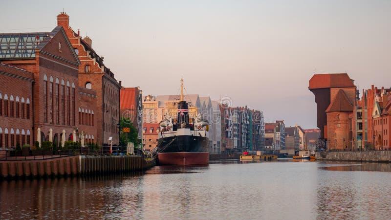 A cidade Gdansk com o guindaste medival o mais velho do porto chamou Zuraw fotografia de stock royalty free