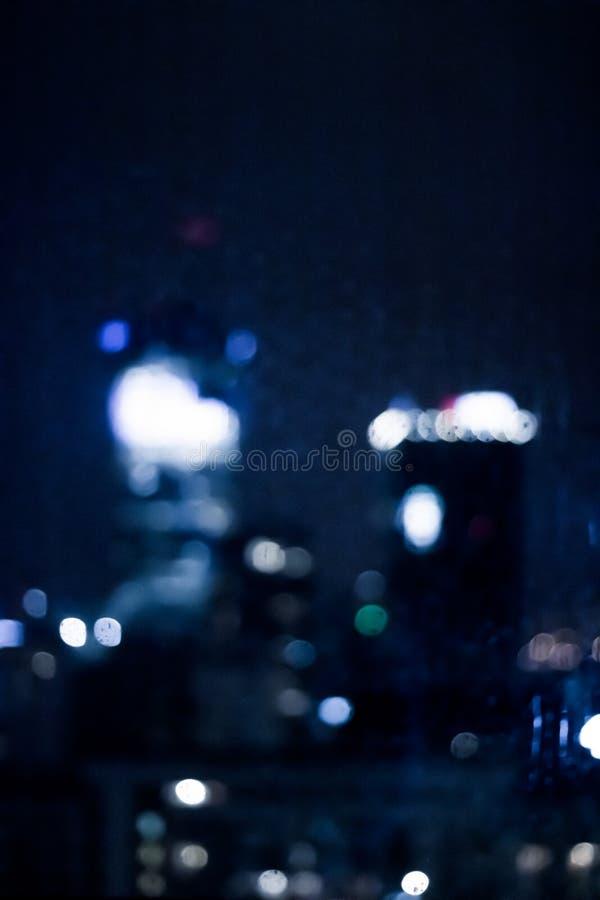 A cidade grande vem vivo na noite imagens de stock royalty free
