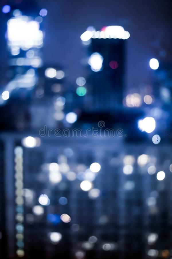 A cidade grande vem vivo na noite imagem de stock
