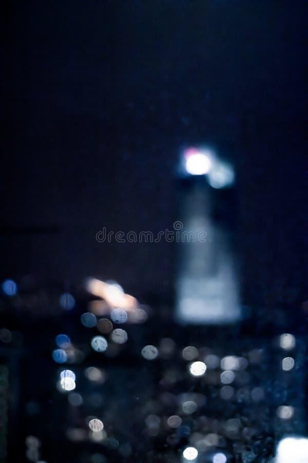 A cidade grande vem vivo na noite fotografia de stock royalty free